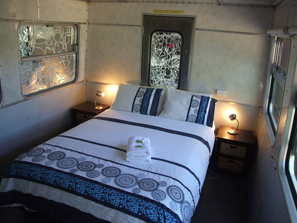 Train Carriage Queen bedroom