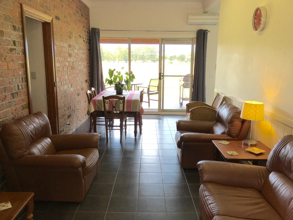 Pelican Waters Unit dining area