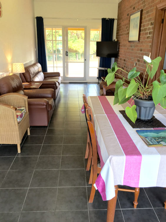 Pelican Waters Unit lounge area